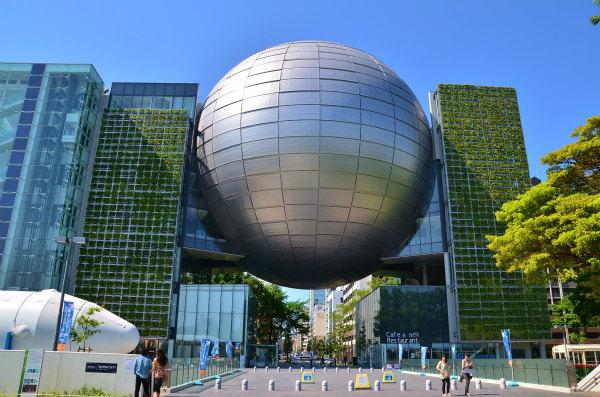 プラネタリウムデート1名古屋市科学館の外観